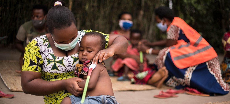 विश्व खाद्य कार्यक्रम (WFP) यूगाण्डा की एक शरणार्थी बस्ती में पोषण व उपचार कार्यक्रम चला रहा है.
