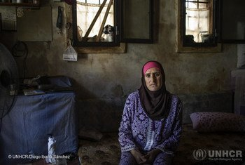 اللاجئة السورية أسماء، من حمص. تعيش في حي باب التبانة في طرابلس، شمال لبنان. يواجه لبنان تحديات اقتصادية جمة.