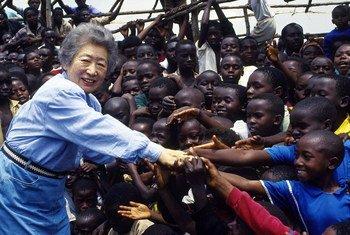 A ex-alta-comissária para os Refugiados, Sadako Ogata, visitou a República Democrática do Congo em fevereiro de 1995.