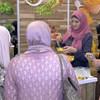 سيدة فلسطينية تشارك في احتفالية يوم الغذاء العالمي في غزة
