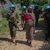 Les femmes zambiennes chargées du maintien de la paix patrouillent dans le nord-est de la République centrafricaine dans le cadre de la Mission des Nations Unies dans le pays, la MINUSCA.