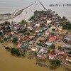 越南广平省一公社的房屋被台风造成的洪水摧毁和淹没。