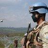 Des Casques bleus uruguayens de la MONUSCO protègent des civils à Fataki, dans la province d'Ituri, dans le nord-est de la RDC