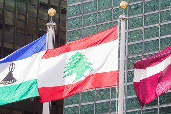 علم لبنان أمام مقر الأمم المتحدة الدائم في نيويورك.