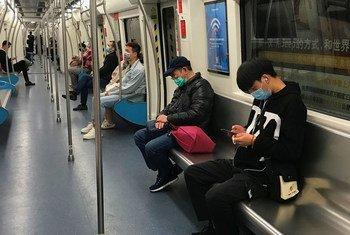 Ciudadanos en la ciudad de Shenzhen, China.