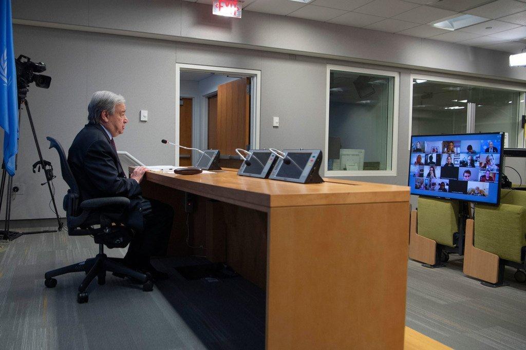 在2019冠状病毒病大流行期间,联合国秘书长安东尼奥·古特雷斯在联合国总部举行虚拟新闻发布会。