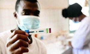 Prueba del sida en un centro médico de Cote D'Ivore