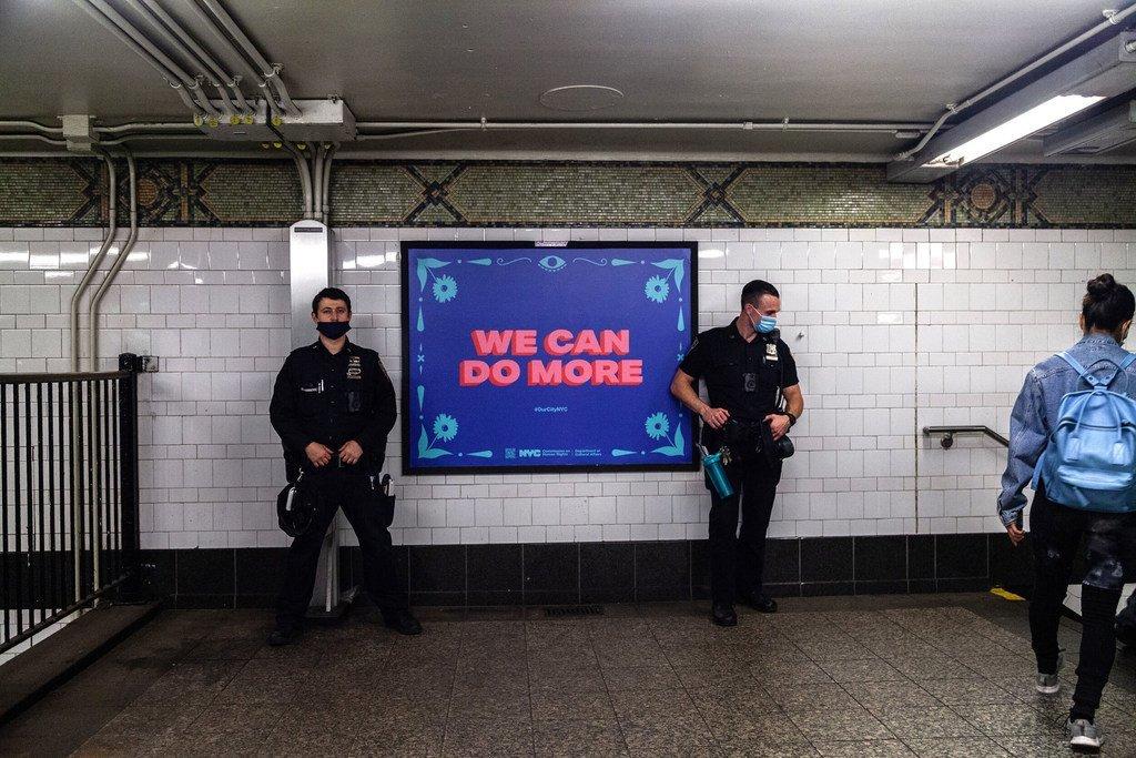 Cartel de la campaña antiracista I still believe in New York (Todavía creo en Nueva York) en el metro de la ciudad.