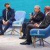 Katibu Mkuu wa UN Antonio Guterres ( wa pili kulia) akizungumza katika jukwaa la usawa wa kijinsia , Paris Ufaransa