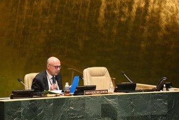 Vladimir Voronkov, Secrétaire général adjoint de l'ONU pour la lutte contre le terrorisme, s'adresse à la Conférence de haut niveau sur la lutte contre le terrorisme dans la salle de l'Assemblée générale des Nations Unies.