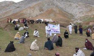 نشر المعلومات حول جائحة كوفيد-19 في بعض المناطق النائية في أفغانستان.