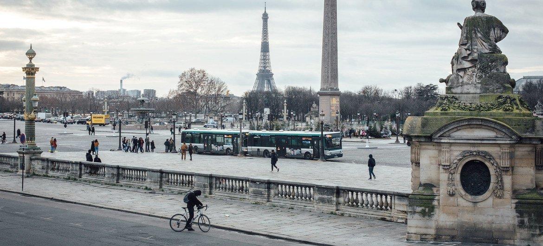 العاصمة الفرنسية باريس وهي تبدو فارغة تماما من السياح خلال جائحة COVID-19.