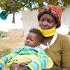 في هراري، بزيمبابوي، تعتمد أم لثلاثة أطفال (تعيل أسرتها بمفردها) على المساعدة الغذائية من برنامج الأغذية العالمي خلال جائحة كوفيد-19.