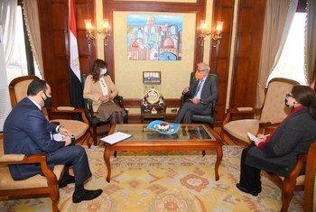مدير مكتب المنظمة الدولية للهجرة في مصر خلال اجتماعه مع وزيرة الهجرة المصرية