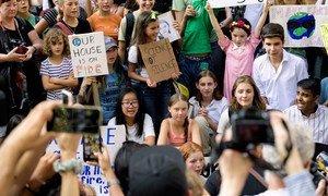 瑞典青年气候活动及格蕾塔·桑伯格在纽约与其他青年共同参与气候示威活动。