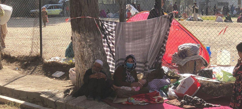 Многим афганцам пришлось покинуть свои дома, когда талибы начали наступление на Кабул.