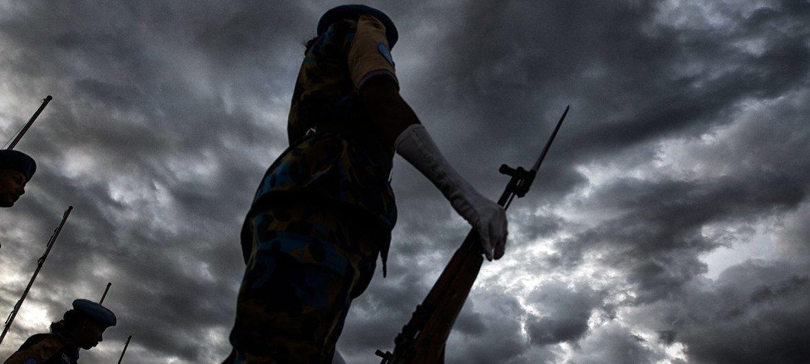 Mujeres blangadesíes en la Misión de las Naciones Unidas en Haití preparándose para abandonar el país. (Foto de archivo)