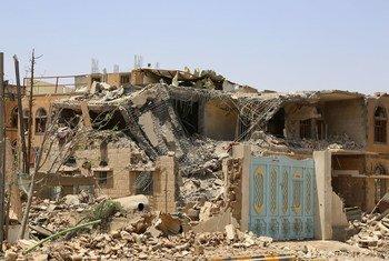 Des maisons à Sana'a, la capitale du Yémen, détruites par des frappes aériennes (photo d'archive)