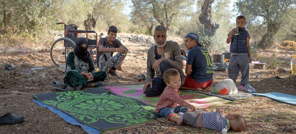 يأمل العديد من عائلات اللاجئين في مخيم موريا بجزيرة ليسفوس اليونانية ممن دمر الحريق مساكنهم في أن يتم نقلهم إلى ألمانيا.