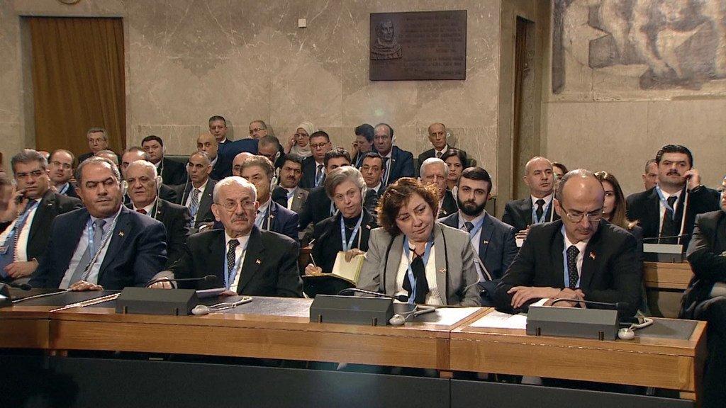 Des membres du Comité constitutionnel syrien réuni à Genève.