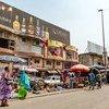 Des gens dans le quartiier d'Adjamé, à Abidjan, en Côte d'Ivoire.