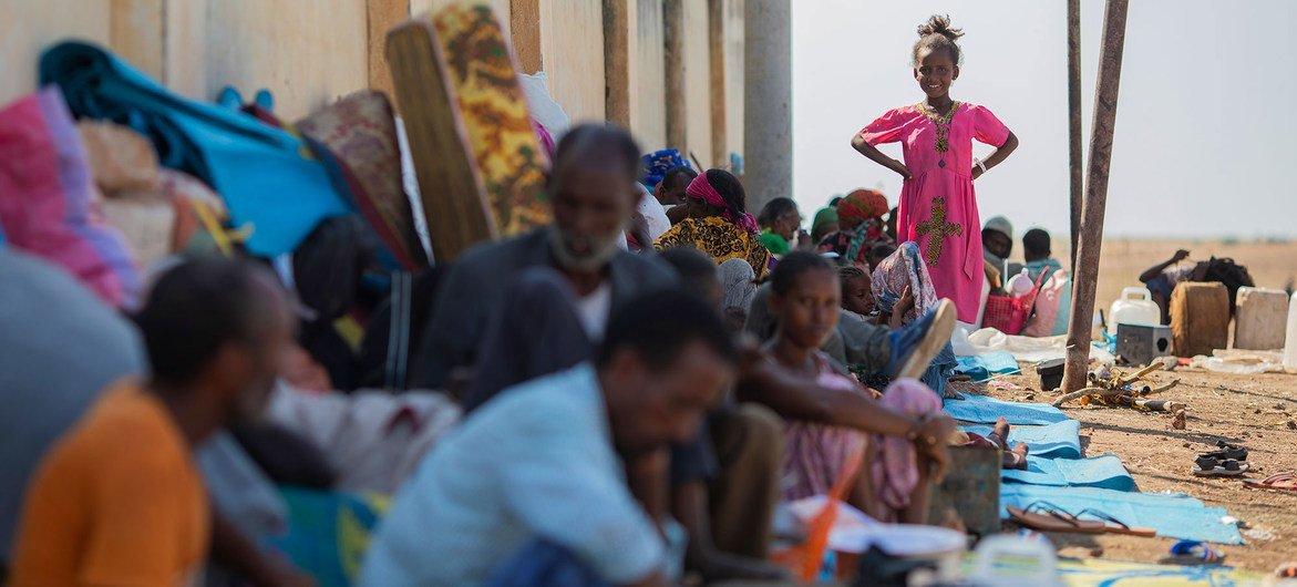 Беженцы из Эфиопии ожидают своей участи на границе с Суданом.