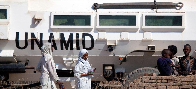 Operação atuou em zonas de confrontos, que mataram mais de 300 mil pessoas no oeste do Sudão