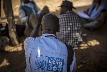 Une équipe de la MINUSMA,composée de fonctionnaires des droits de l'homme, enquêtent sur les circonstances d'une attaque dans le village de Sobane Da le 9 juin 2019, au centre du Mali. (archive)