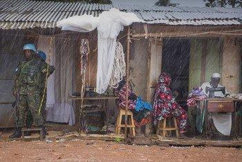 Las fuerzas de paz de la ONU patrullan el bariio PK5 de Bangui, la capital de la República Centroafricana.