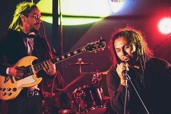 La banda de reggae Talawa durante un concierto en San José, Costa Rica.
