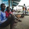 سائقو سيارات أجرى لا يجدون عملا بسبب أزمة إيبولا، ويهدد كوفيد-19 بأزمة غير متناسبة في الدول النامية مع خسارة في مصدر الدخل قد تتجاوز 220 مليار دولار