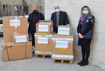 د. رندة أبو ربيع، المسؤولة في منظمة الصحة العالمية، حتى وصول أول دفعة من اللقاحات ضد كوفيد-19 إلى الأرض الفلسطينية المحتلة.