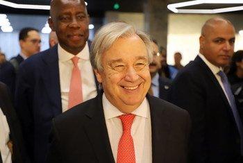 Secretário-geral da ONU está na Turquia onde discursou na Conferência de Mediação de Istambul e visitou o Banco de Tecnologia da ONU para os Países Menos Desenvolvidos.