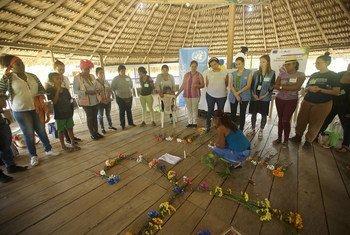 Lideres comunitarias rinden homenaje a activistas asesinados en el departamento colombiano de Chocó,