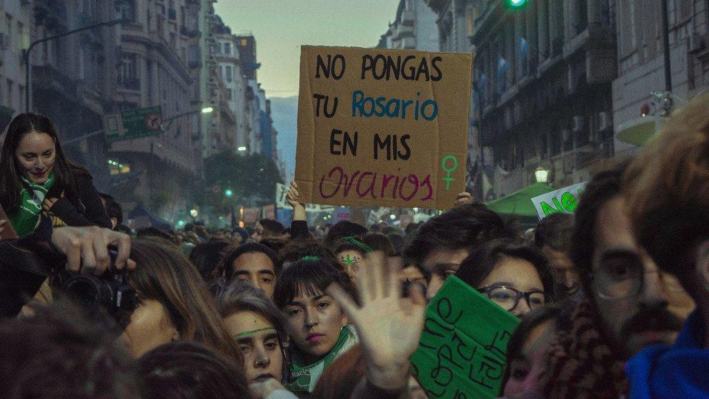 """阿根廷布宜诺斯艾利斯的""""拥护选择权""""的示威者。"""