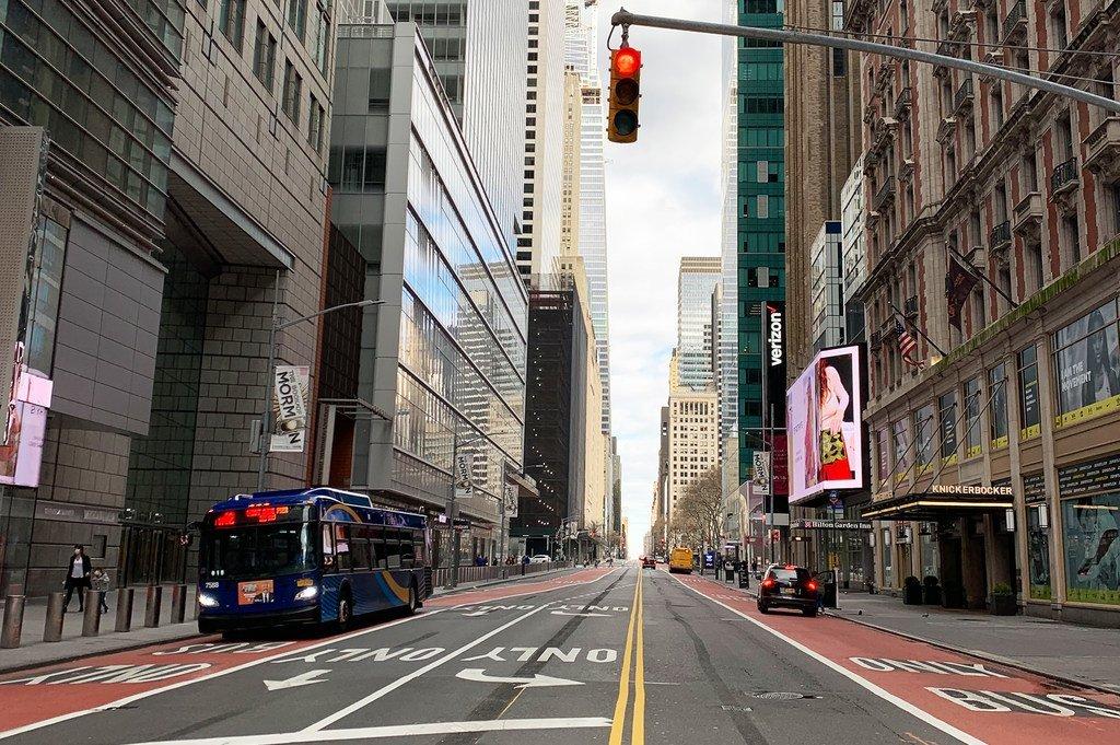 Habituellement une rue très animée à tout moment, la 42eme rue à New York était pratiquement déserte pendant le confinement lié à la Covid-19.