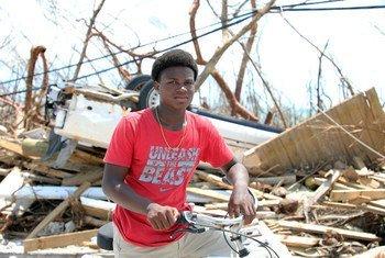 Benson Etienne mwenye umri wa miaka 15 na familia yake walikimbia makazi yao kabla nyumba yao haijabomolewa na kimbunga dorian huko eneo la bandari ya March, kisiwa cha Abaco nchini Bahama