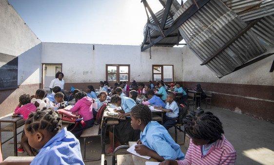 escola danificada por ciclone