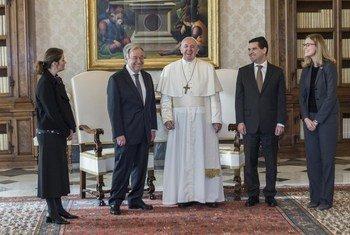 البابا فرانسيس يستقبل الأمين العام أنطونيو غوتيريش.