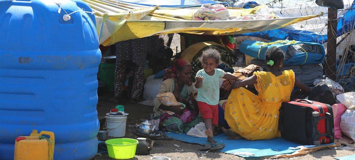 معبر الحدود / مركز استقبال حمداييت، 17 نوفمبر / تشرين الثاني 2020. في الأسبوعين الأولين من النزاع في منطقة تيغراي في إثيوبيا، فرّ أكثر من 30.000 شخص بحثًا عن الأمان عبر الحدود السودانية.