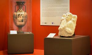 """联合国纽约总部举行了名为""""被追回的珍宝:挽救艺术的艺术""""(Recovered art: the art of saving art)展览。本次展览由意大利外交部和该国保护文化遗产宪兵指挥部(Carabinieri Command for the Protection of Cultural Heritage)主办。"""