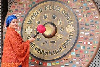 संयुक्त राष्ट्र उप महासचिव आमिना जे मोहम्मद ने नई दिल्ली में महात्मा गाँधी स्मृति स्थल का दौरा करके पुष्प अर्पित किए और शांति घड़ियाल पर भी दस्तक दी. (8 सितंबर 2019)