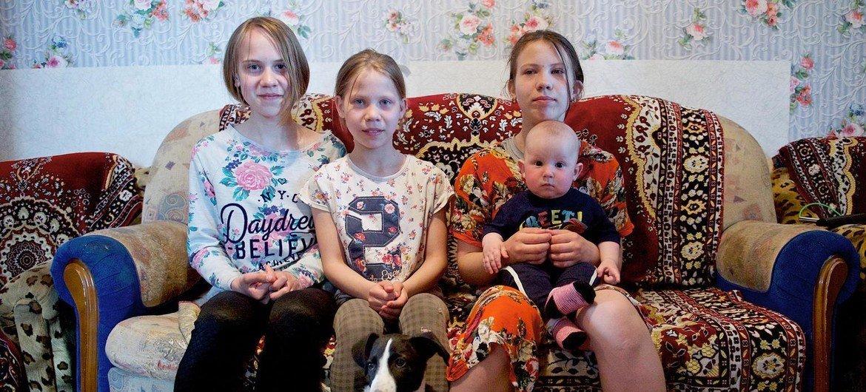 Яна, Любовь, Арина и Даниил живут с родителями в крошечной съемной квартире в столице Казахстана. Экономические последствия пандемии могут привести к тому, что дополнительно 86 млн детей окажутся за чертой бедности.