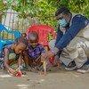 David Ilomba e Louise Ilomba perderam mãe para o vírus ébola. As duas crianças pequenas têm apenas 7 e 6 anos de idade.