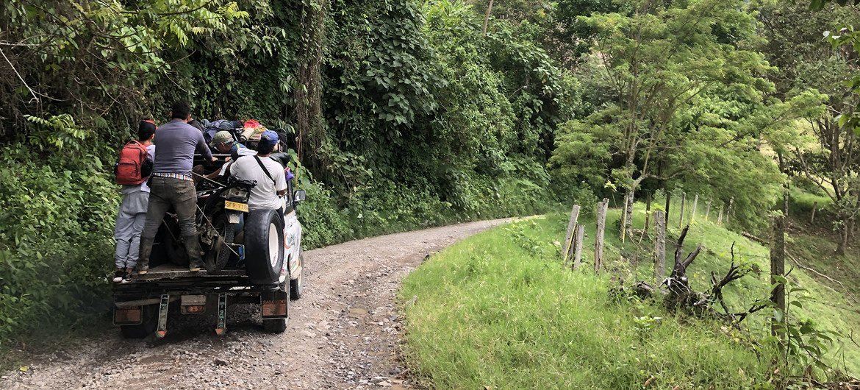 Luego de años de conflicto, los campesinos retoman sus labores agrícolas y agradecen la paz que viven en el campo en Colombia.
