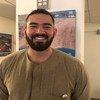 صورة للشاب المصري مروان البليطي المرشد السياحي العربي في مقرّ الأمم المتحدة