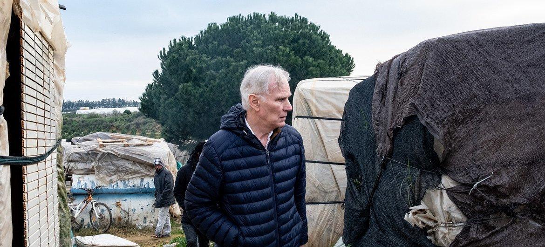El anterior relator especial de la ONU sobre pobreza extrema visitó un campamento de trabajadores migrantes en la ciudad española de Huelva, en Andalucía.