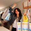 Estela Fagoaga, conocida vestuarista de teatro en México, usa restos de tela para fabricar bolsas con las que sustituir a las de plástico recientemente prohibidas en Ciudad de México.