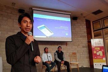 Panelista de uno de los encuentros preparatorios del Festival Latinoamericano de Lenguas Indígenas en Internet.