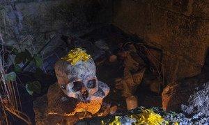 Altar con cráneo para el Día de Muertos en Tres Reyes, Quitana Roo, México